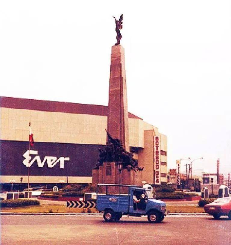Ever Gotesco, Caloocan Monument Ever Gotesco, Caloocan Monument 322